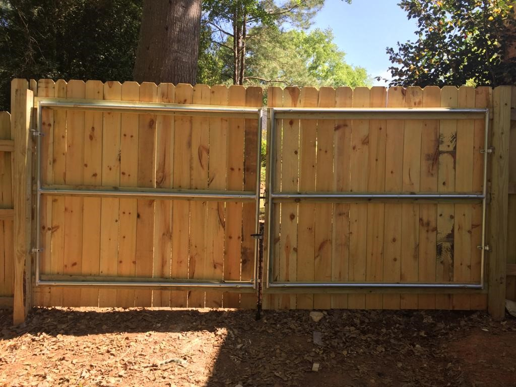 Drive gate with metal frame